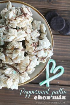 YUMMY peppermint pattie Chex mix recipe PLUS free neighbor printable tag!!