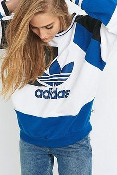 Adidas Women Shoes - adidas - Sweat de course ample vintage - Urban Outfitters - We reveal the news in sneakers for spring summer 2017 Adidas Mode, Adidas Nmd_r1, Stylish Outfits, Winter Outfits, Summer Outfits, Cute Outfits, Urban Outfitters, Teen Fashion, Fashion Models