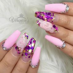 Nail art design is adorable! Nail art with encapsulated glitter and flowers Fabulous Nails, Perfect Nails, Gorgeous Nails, Amazing Nails, Coffin Nails Matte, Coffin Shape Nails, Trendy Nails, Cute Nails, Acrylic Nail Designs