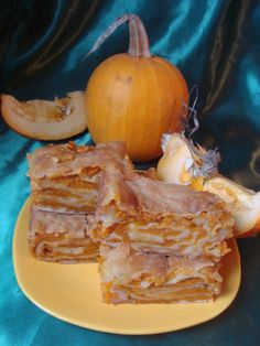 Placinta cu dovleac - CAIETUL CU RETETE Romanian Food, Romanian Recipes, Tasty, Yummy Food, Food And Drink, Thanksgiving, Pumpkin, Sweets, Cheese