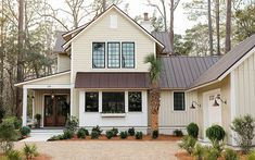 Metal roof colors HGTV Smart Home 2018 - HGTV Smart House 2018 - The smart house has a long-lasting Brown Roof Houses, Tin Roof House, Metal Roof Houses, House Siding, House With Metal Roof, Black Metal Roof, Metal Homes, Cream Colored Houses, Modern Farmhouse