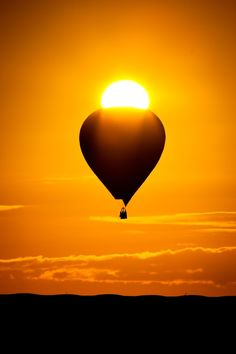 Hot Air Balloon in the Sun. I want to go hot air balloon riding! Air Balloon Rides, Hot Air Balloon, Skier, Air Ballon, Mellow Yellow, Zeppelin, Most Beautiful Pictures, Cool Photos, Scenery