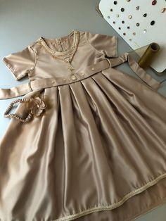 Baby Frock Pattern, Frock Patterns, Baby Girl Dresses, Baby Dress, Flower Girl Dresses, Baby Girl Fashion, Kids Fashion, Kids Kaftan, Golden Dress