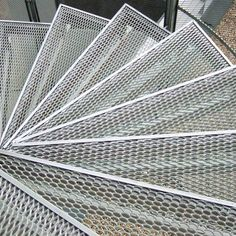 Sepa métal déployé Expanded Metal Mesh, Flooring For Stairs, Steel Stairs, Cool Deck, Stairway To Heaven, Spiral Staircase, Building Materials, Stairways, At Least