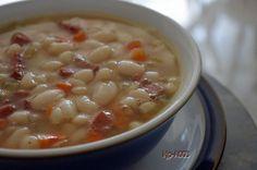 Newfoundland Recipes-bean soup with bologna Vegetarian Recipes, Cooking Recipes, Healthy Recipes, Healthy Food, Soup Beans, Bean Soup, Canadian Food, Canadian Recipes, Hominy Soup