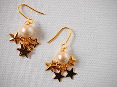 ころんと可愛いコットンパールと小さな星のピアス☆星がまたたくように耳元でゆれてフェミニンです。✤素材コットンパール(キスカ):8㎜ 星(大、小):ゴールドメッ...|ハンドメイド、手作り、手仕事品の通販・販売・購入ならCreema。