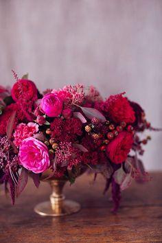 Rich Samba Red And Vivacious Berry Wedding Tablescape Inspiration - Weddingomania Berry Wedding, Autumn Wedding, Red Wedding, Floral Wedding, Wedding Colors, Wedding Flowers, Wedding Story, Wedding Things, Floral Centerpieces