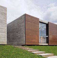 Zeitgenössisches Haus in Brasilia Architecture Résidentielle, Scandinavian Architecture, Minimalist Architecture, Contemporary Architecture, Architecture Portfolio, Contemporary Design, Facade Design, Exterior Design, House Design