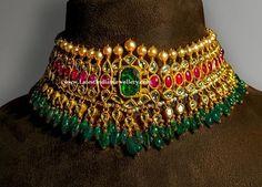 Glorious Polki Ruby Choker - Latest Indian Jewellery Designs Indian Jewelry Sets, Bridal Jewelry Sets, Indian Gold Jewellery, Antic Jewellery, Traditional Indian Jewellery, Gold Jewellery Design, Gold Jewelry, Gold Necklace, Wedding Jewellery Inspiration