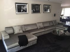 Luxe design U bank, volledig op maat gemaakt! Te bestellen in 150 stoffen en 900 kleuren. Kijkt u voor meer informatie op onze website: www.bankstyle.nl Luxury Homes, Luxurious Homes, Tv Rooms, Couch, Living Room, Furnitures, Interior, Inspiration, Pretty