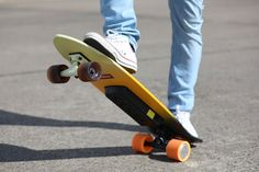Master your commute in an eco-friendly way with the LongRange High-Power E-Skateboard. Even with advanced features, it remains affordable. Roller Sports, Cool Gadgets, Outdoor Power Equipment, Euro, Skateboard, Entertaining, Technology, Flow, Eco Friendly