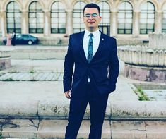 Cravata este accesoriul preferat de majoritatea barbatilor cand vine vorba de tinutele business pentru ca denota eleganta si seriozitate. Andrei a ales o cravata cu model paisley! Tu ce alegi?  #Onore #InnobileazaTinutaDomnilor #barbati #accesoriifashion #stil #elegant #putere #atitudine #cravate #ploiesti #bucuresti #evenimente #businessmen #gentlemen #men #menfashion #cadou Single Breasted, Suit Jacket, Model, Jackets, Fashion, Down Jackets, Moda, Law