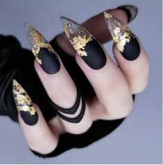 Do you want to try stiletto nails, too? Look at our carefully selected Best Stiletto Nails Art Designs, hoping to give you the best inspiration. Foil Nail Designs, Pretty Nail Designs, Unique Nail Designs, Stiletto Nail Art, Matte Nails, Gradient Nails, Stiletto Nail Designs, Short Stiletto Nails, Holographic Nails Acrylic