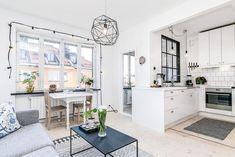 2-apartamento-cozinha-branca-mesa-pequena