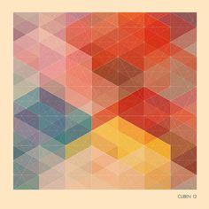 Con una plantilla de figuras geométricas, repasa las líneas y haz un dibujo de algo que te inspire felicidad.