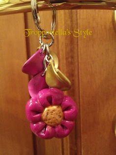 Portachiavi con petali e fiore in fimo  Troppostella's Style