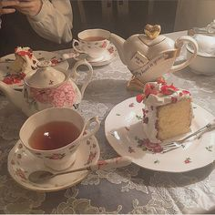 Cute Desserts, Tea Party Desserts, Cafe Food, Aesthetic Food, Aesthetic Light, Cute Cakes, High Tea, Afternoon Tea, Tea Set