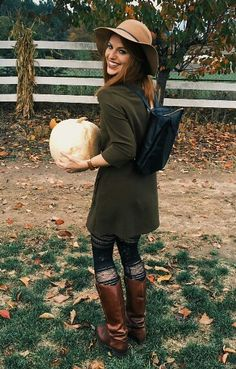 This fall outfit is super cute! Follow @audreyroloff on Instagram!