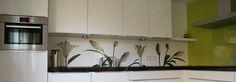 Keukens van klanten met een PimpYourKitchen achterwand: Witte Lelies op de keukenachterwand van Astrid en Twan