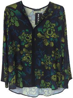 Blusa de manga 7/8s y cuello en V. Estampada con motivo floral. Tallas XL, XXL y XXXL.