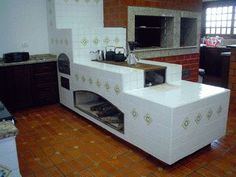 cozinha com fogão campeiro - Pesquisa Google House With Balcony, Outdoor Stove, Rocket Stoves, Earth Homes, Earthship, Traditional Kitchen, Cottage Homes, Kitchen Furniture, Home Kitchens