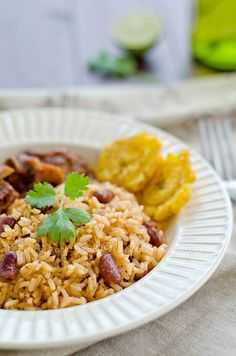 Moro de Habichuelas Recipe (Dominican Rice and Beans): This is one of the most common dishes on the Dominican table. We are presenting here a generic moro version that you can modify by adding other types of beans or legumes. Mexican Food Recipes, Vegetarian Recipes, Cooking Recipes, Spanish Recipes, Spanish Food, Rice Recipes, Recipies, Dominican Food, Dominican Recipes