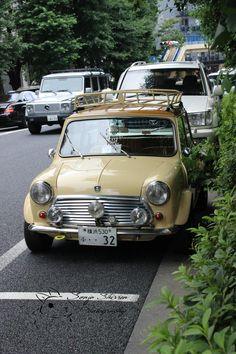 1969 Austin Morris Mini Cooper S . Proper size to navigate sidewalk-wide hedgerow 'roads'. Not for the faint of heart, mostly single lane with sporadic pull-outs - all the while you are driving from the passenger side, shifting left-handed! Mini Cooper Classic, Mini Cooper S, Classic Mini, Classic Cars, Retro Cars, Vintage Cars, Jaguar, Mini Morris, Cabriolet