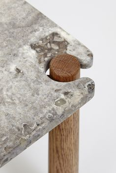 Joinery of textures. Table Furniture, Modern Furniture, Furniture Design, Joinery Details, Custom Shelving, Assemblage, Home And Deco, Table Legs, Furniture Inspiration