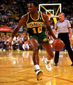 Nate Mcmillan, who played for the Seattle SuperSonics from 1986 to Basketball Pictures, Football And Basketball, Basketball Players, Basketball Court, Kevin Durant, Miami Heat, Kobe Bryant, Michael Jordan, Nfl
