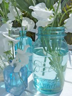 Turquoise mason jars have a beachy feel. Perfect for table centerpieces. I know a shop in Jln. Kunti II that sells big vintage vases them for 50,000rph each.