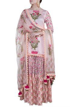 Peach Block Printed Gharara Set Design by Maayera Jaipur at Pernia's Pop Up Shop Gharara Designs, Kurta Designs, Blouse Designs, Indian Fashion Designers, Indian Designer Outfits, Indian Dresses, Indian Outfits, Peach Shorts, Tribal Dress
