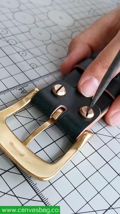 Leather Wallet Pattern, Slim Leather Wallet, Sewing Leather, Leather Belts, Leather Tooling, Diy Leather Craft Tools, Leather Crafts, Leather Projects, Diy Leather Bracelet