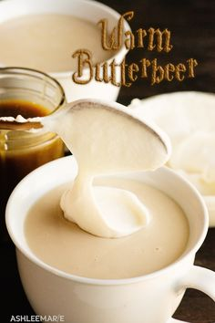 Creamy, warm and delicious this homemade hot butterbeer is easy to make and everything Harry Potter fans could hope for. Gateau Harry Potter, Harry Potter Food, Harry Potter Recipes, Harry Potter Drinks, Beer Recipes, Cooking Recipes, Celiac Recipes, Recipes, Deserts
