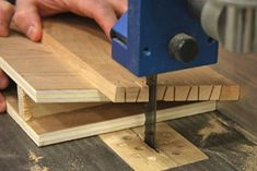 Cutting dovetails on your bandsaw. Heres a shot from a different direction that offers a better view of the action. #woodworkingtips