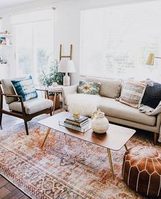 5 things you need to know for a Refined Family Room - Anita Yokota. 5 things you need to know for a Refined Family Room Accent Walls In Living Room, Boho Living Room, Home Interior, Interior Design Living Room, Living Room Designs, Living Room Decor, Living Room Rugs, White Couch Living Room, Bohemian Living