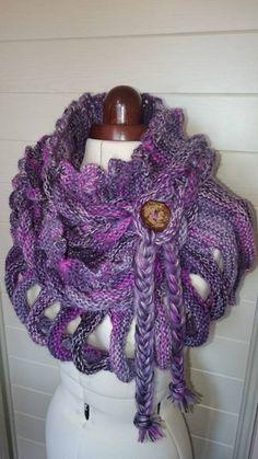 Très belle écharpe tressée fantaisie et originale en unie ou dégradée : Echarpe, foulard, cravate par la-fontaine-des-faits