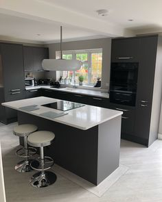 How to revamp the kitchen chairs? Small Cottage Kitchen, Beautiful Kitchens, Kitchen Design Small, Kitchen Decor, Howdens Kitchens, Cottage Kitchen Design, Modern Kitchen Cabinet Design, Kitchen Furniture Design, Modern Kitchen Design