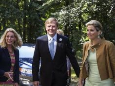 26 JUNE 2014  King Willem-Alexander and Queen Máxima King Willem-Alexander and Queen Máxima handed out growth certificates to the participants of the Orange Fund Growth Programme in Driebergen.