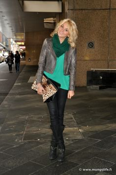 Scarf, leather jacket and tank top - fall outfit
