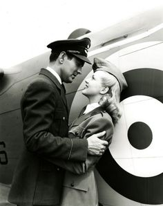 """Tyrone Power and Betty Grable in """"A Yank in the R."""" Tyrone Power was a favorite! Vintage Romance, Vintage Dior, Vintage Versace, Vintage Love, Vintage Glamour, Vintage Prints, Golden Age Of Hollywood, Vintage Hollywood, Classic Hollywood"""