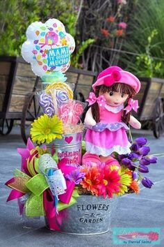 Valentine Gift Baskets, Valentines Gifts For Boyfriend, Valentine Crafts, Boyfriend Gifts, Craft Gifts, Diy Gifts, Candy Arrangements, Valentine Bouquet, Chocolate Bouquet