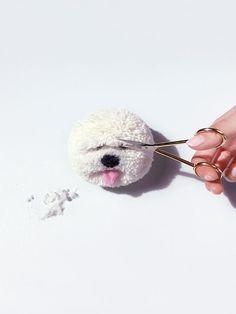 Learn how to make a pom pom dog Pom Pom Puppies, Pom Dog, Yarn Animals, Pom Pom Animals, Pom Pom Crafts, Yarn Crafts, Pom Pom Maker, How To Make A Pom Pom, Mermaid Blanket