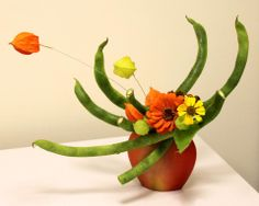 Jiyuka ,ikenobo Russia Arrangements Ikebana, Ikebana Flower Arrangement, Floral Arrangements, Bonsai, Vegetable Bouquet, Ikebana Sogetsu, Japanese Flowers, Garden Club, Arte Floral