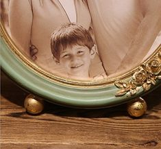 SIKOO Vintage Picture Frame Green Family Round Photo Frame for Home Decoration Round Picture Frames, Vintage Picture Frames, Vintage Pictures, Decoration, Green, Home Decor, Vintage Photo Frames, Decor, Decoration Home