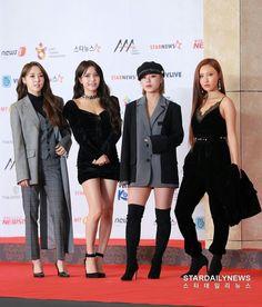 Mamamoo at the Asian Artist Award Stage Outfits, Kpop Outfits, Girl Outfits, Fashion Outfits, Kpop Fashion, Korean Fashion, K Pop, Mamamoo Kpop, Looks Chic