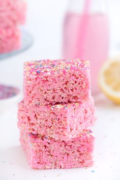 65 Ideas For Party Food Pink Rice Krispies Pink Lemonade Frosting, Pink Lemonade Recipes, Pink Lemonade Party, Pink Lemonade Baby Shower Ideas, Pink Lemonade Cookies, Rosa Snacks, Pink Snacks, Party Kit, Lila Party