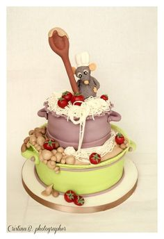 Le chef Ratatouille Cake - oh flipping heck! These people get more talented! I LOVE this cake! Crazy Cakes, Fancy Cakes, Unique Cakes, Creative Cakes, Pretty Cakes, Cute Cakes, Fondant Cakes, Cupcake Cakes, 3d Cakes