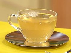 Immune booster cold defend ---Ginger Honey Tea recipe from Rachael Ray via Food Network Ginger Honey Lemon, Ginger Tea, Ginger Detox, Raw Honey, Weight Loss Drinks, Weight Loss Smoothies, Benefits Of Honey Water, Honey And Warm Water, Ginger Benefits