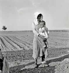 """Historic Photo Archive Dorothea Lange May """"Mother and child of Arkansas flood refugee family near Memphis, Texas. These people, with all their earthly belongings, are bound for the lower Rio Grande Valley, where they hope to pick cotton. Vintage Photographs, Vintage Photos, Dorothea Lange Photography, Shorpy Historical Photos, Historical Pictures, Dust Bowl, Pulp, Great Depression, Documentary Photographers"""