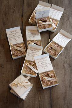 ミニリース Paper Packaging, Jewelry Packaging, Handmade Jewelry Business, Wax Tablet, Matchbox Crafts, Wedding Gifts For Guests, How To Preserve Flowers, Packaging Design Inspiration, Flower Boxes